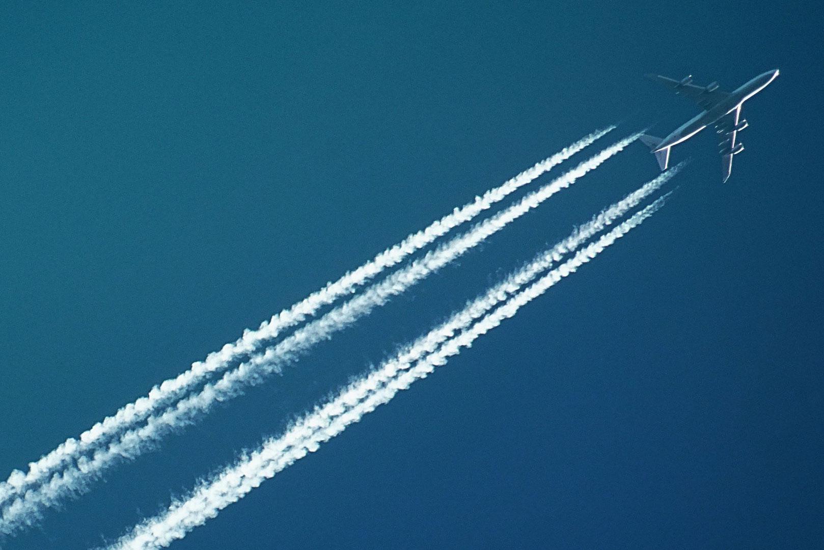 Avion à pleine altitude