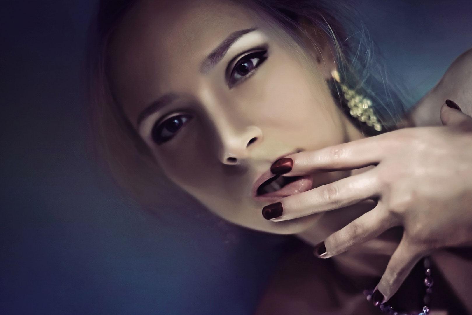 Une femme inquiète d'être amoureuse de son psy